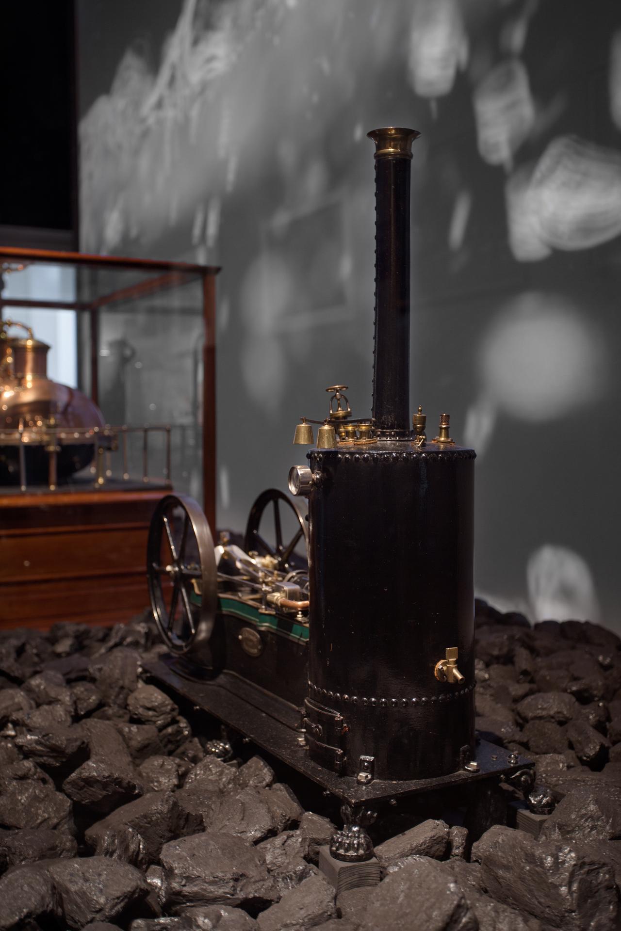 tentoonstellingsontwerp ijzeren eeuw amsterdam museum 09 jpg